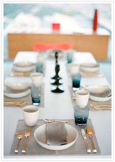 gold, gray and black tablesetting