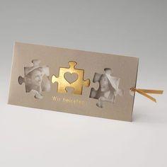 Einladungskarte, Einsteckkarte in 'gold' mit Ausgeschnittenen Puzzle-Teilen und Goldfolienprägung.