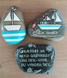 Stone Pictures, Rock Painting Designs, Coastal Christmas, Sticks And Stones, Posca, Art Sketchbook, Stone Painting, Painted Rocks, Diy And Crafts