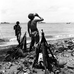 Marines on Guadalcanal (1942). Note that they were issued nearly obsolete M1903 bolt-action .30-06 Springfield rifles, while the Army had begun receiving the new M1 Garand. Us Marines, World War Ii, M1 Garand, Ww2 Photos, History Photos, Rare Photos, Photographs, Solomon Islands, Usmc