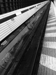 tokyo subway  photo by aya