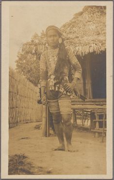Datto Bulon, chief of the Bagobo, dressed in warrior attire. From New York Public Library Digital Collections. Filipino Art, Filipino Culture, Filipino Tribal, Philippines People, Philippines Culture, Ancient History, Art History, Ibong Adarna, Jose Rizal