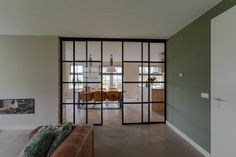Gaaf, deuren in combinatie met groen Kitchen Room Design, Modern Interior Design, New Homes, Decoration, House Design, Living Room, Furniture, Amsterdam, Home Decor