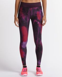 """Must-have Hyba Printed Fast Track Legging with the ease of an elastic waist. It features a hidden adjustable cord and a back pocket, so you get the perfect fit and a touch of practicality. With this legging on, 5K runs have nothing on you.<br /><br />Inseam: 28""""<br />We love it for: the gym, a morning jog or yoga"""