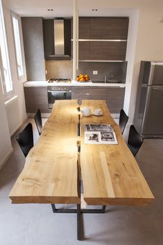 dining table Kitchenette, Office Furniture, Living Area, Dining Table, Flooring, Flat, Home Decor, Offices, Mesas