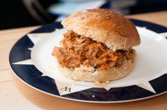Pastanjauhantaa: Pulled pork eli nyhtöpossu, hampurilaissämpylät ja BBQ-soosi