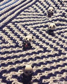 HiyaHiya Panda Li Point Protectors We love this picture which from @dutchknitty ! The mosaic panda part of my new shawl: testknit for maliha  --- @dutchknitty (Instagram Name) said.