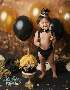 Baby boy cake smash session black and gold colors One year baby boy photo shoot Baby Boy Cake Smash Session Schwarz und Goldfarben Ein Jahr Baby Boy Fotoshooting Baby Cake Smash, Baby Boy Cakes, Birthday Cake Smash, Boys First Birthday Party Ideas, Baby Boy First Birthday, Deco Buffet, 1st Birthday Photoshoot, Foto Baby, Baby Boy Photos