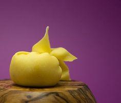 Caramelle ripiene con pere e formaggio, ma secondo voi, davvero non gli è mai arrivato all'orecchio?