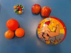 Jolastokian pilota ikusi dugu. Amaiketakoan sagarra Etxeko txokoa frutak, naranjak.. Eraikuntza txokoan bolak kordelean sartzeko.