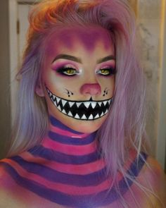 Looking for for ideas for your Halloween make-up? Browse around this website for creepy Halloween makeup looks. Creepy Halloween Makeup, Halloween Clown, Halloween Makeup Looks, Halloween Photos, Pink Halloween Costumes, Alice Halloween, Halloween Inspo, Halloween Parties, Halloween Christmas