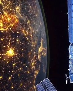 Our Earth. Video by International Space Station - Milky Way Space Stars Galaxy Universe Night Sky Cosmos Long exposure photography Landscape - Live Wallpaper Iphone, Galaxy Wallpaper, Live Wallpapers, Wallpaper Space, Earth And Space, Space Planets, Space And Astronomy, Cosmos, Our Planet Earth