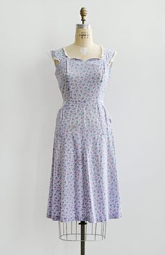 vintage 1940s tiny purple floral print day dress