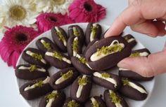3 mal… – Sandviç tarifi – Las recetas más prácticas y fáciles Easy Cookie Recipes, Sweet Recipes, Truffles, Nutella, Sausage, Recipies, Sushi, Easy Meals, Deserts