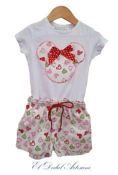 Pantalón infantil y camiseta con aplicación