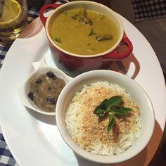 Experiências Gastronômicas —  Vegetais ao curry, arroz de coco e chutney de...
