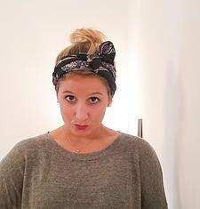 tutoriel de coiffure pour se coiffer avec un #foulard par @leschignonsdejo avec un joli foulard en soie de @lesfoulards