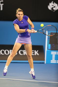 Simona Halep Photos - Simona Halep of Romania plays a backhand in her fourth round match against Yanina Wickmayer of Belgium  during day seven of the 2015 Australian Open at Melbourne Park on January 25, 2015 in Melbourne, Australia. - 2015 Australian Open - Day 7 Wta Tennis, Tennis Clubs, Sport Tennis, Female Volleyball Players, Tennis Players Female, Foto Sport, Tennis Photos, Simona Halep, Tennis World
