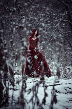 from the story Imagens by (Júlia Andrady) with reads. Gothic Photography, Winter Photography, Amazing Photography, Art Photography, Photography Storytelling, Gothic Fantasy Art, Medieval Fantasy, Dark Fantasy, Dark Beauty