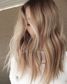 Fall is upon us and so is BRONDING season! Everyones toning down and getting ready for pumpkin spice EVERYTHING. Blonde Hair Looks, Brown Blonde Hair, Fall Blonde, Medium Blonde, Honey Hair, Balayage Hair, Honey Balayage, Haircolor, Hair Color And Cut
