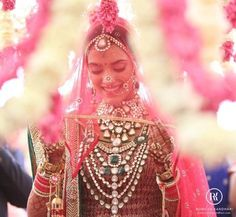 61 Fabulous Bridal Poses For The Stunning Bride-to-be Indian Bridal Fashion, Indian Bridal Wear, Bride Indian, Rajasthani Bride, Indian Groom, Bridal Looks, Bridal Style, Indian Dresses, Indian Outfits