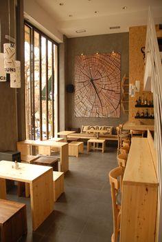 Cuando la madera se vuelve protagonista, Coffe Bar en Atenas, Grecia