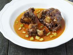 Suppe mit Ochsenschwanz ist ein Rezept mit frischen Zutaten aus der Kategorie Brühen. Probieren Sie dieses und weitere Rezepte von EAT SMARTER!