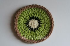 Crochet Gift Design Kiwi Coasters Free Crochet Pattern - These 25 fruit and vegetable crochet patterns are perfect for those who want to celebrate healthy eating or the beauty of nature's foods. Crochet Simple, Love Crochet, Crochet Flowers, Knit Crochet, Thread Crochet, Crochet Coaster Pattern, Crochet Motifs, Crochet Patterns, Doily Patterns