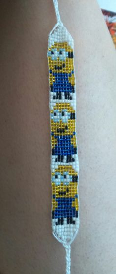 I hate minions but ive never seen that finishing method. Seed Bead Patterns, Peyote Patterns, Beading Patterns, Beaded Crafts, Jewelry Crafts, Seed Bead Jewelry, Beaded Jewelry, Beaded Lanyards, Bead Loom Bracelets