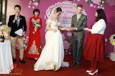 <p>Chụp ảnh tiệc cưới là một hoạt động cần thiết và ngày càng trở thành một phần không thể thiếu khi bạn tổ chức tiệc cưới, lễ ăn hỏi hiện nay dù ở bất cứ đâu như: khách sạn, nhà…</p>