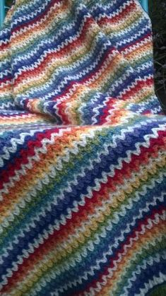 Very V blanket tutorial Free crochet pattern: Very V Blanket with photo tutorial by AYarnyRobin Crochet Afghans, Afghan Crochet Patterns, Baby Blanket Crochet, Crochet Blankets, Afghan Blanket, Baby Blankets, Scrap Yarn Crochet, Crochet Crafts, Crochet Projects