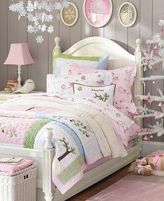 Someday when I'm filthy rich... my whole house will be Pottery Barn Kids/ Pottery Barn!  For now, I'll just buy a sheet or two.