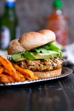 crédits photo : http://www.ambitiouskitchen.com/2015/10/vegan-curry-spiced-sweet-potato-wild-rice-burgers/