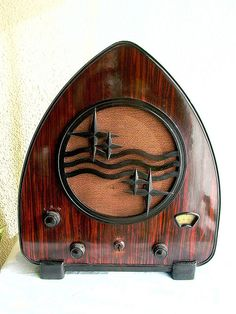 1937 Phillips Wood Tube Radio ' The Little Chapel'