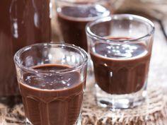 Csokilikőr - Receptek | Ízes Élet - Gasztronómia a mindennapokra Mojito, Chocolate Liqueur, Tasty, Yummy Food, Hungarian Recipes, Beverages, Drinks, Christmas Sweets, Coffee Love