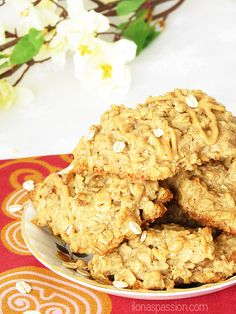 Apple Peanut Butter Oatmeal Cookies...Peanut butter oatmeal cookies made without refined sugar and unhealthy oil. Peanut butter oatmeal cookies have a strong peanut butter flavor and you can taste it in every bite. Totally delicious.