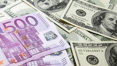 Euro favorito su dollaro