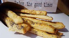 FURSECURI CU FULGI DE OVAZ, NUCI SI MERISOARE Hot Dog Buns, Hot Dogs, Good Times, Banana, Bread, Fruit, Food, Diy, Crafts
