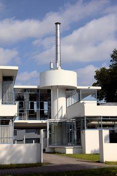 Hilversum Zonnestraal Art Deco Buildings, Old Buildings, Bauhaus, Landscape Architecture, Architecture Design, Streamline Moderne, Rotterdam, Art Nouveau, House Styles