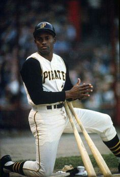Outfielder Roberto Clemente' Pittsburgh Pirates Kneels in the on-deck circle an looks on during an Major League Baseball game circa 1963 at Forbes field in Pittsburgh, Pennsylvania. Clemente' Played for the Pirates from Baseball Games, Baseball Jerseys, Baseball Players, Sports Baseball, Football, Pittsburgh Pirates Baseball, Pittsburgh Sports, Mlb Pirates, Pittsburgh Penguins