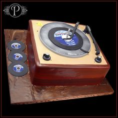 record player cake ideas on Pinterest Record Player ...
