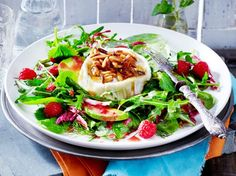 Unser beliebtes Rezept für Gebackener Honigziegenkäse auf Salat und mehr als 55.000 weitere kostenlose Rezepte auf LECKER.de.