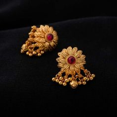 Gold Jewelry For Wedding Key: 1369556975 Gold Jhumka Earrings, Gold Earrings Designs, Antique Earrings, Earings Gold, Jhumka Designs, Gold Designs, Jewellery Designs, Flower Earrings, Jewelry Trends