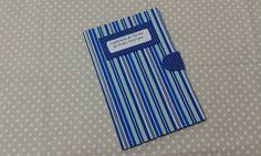 Capinha para caderneta de vacinação em cartonagem com fechamento em velcro, revestida em tecido. <br> <br>Fazemos outras cores e temas.