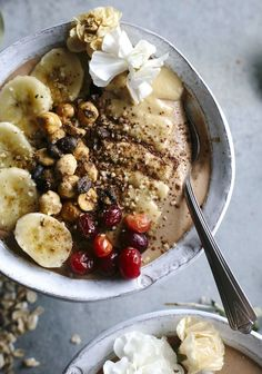 Espresso Smoothie Bowl | A thick smoothie bowl made with frozen banana, cacao, tahini, and espresso--a tasty snack, breakfast or afternoon pick-me-up | http://thealmondeater.com