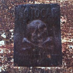 Señales nuevecitas que encontramos por los pueblecitos de España. #notocar  Brand new #sign #danger #death