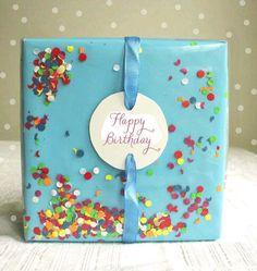 más y más manualidades: 15 llamativas ideas para envolver regalos usando papel liso