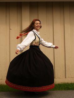 Traditional Norwegian folk costumes - Page 5 Traditional Looks, Traditional Dresses, Norwegian Clothing, Folk Dance, Folk Fashion, Folk Costume, My Heritage, People Of The World, Wedding Story