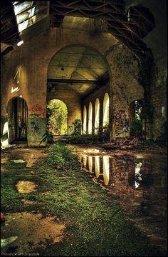 http://urbex-exploration.tumblr.com/post/107684463559/beautiful-decay