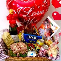 Romantic Valentines Breakfast Ideas Couples Will Love! Romantic Breakfast, Breakfast Tray, Breakfast Ideas, Nutella Cream Cheese, Valentines Breakfast, Best Cinnamon Rolls, Croissant French Toast, Little Presents, Heart Shaped Cookies